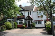 4 bedroom semi detached house in Woodberry Way...