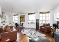 2 bed Flat for sale in Harlequin Court...