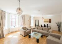 3 bedroom Flat to rent in Eastcastle Street...