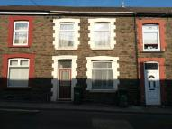 3 bedroom house in Commercial Street...