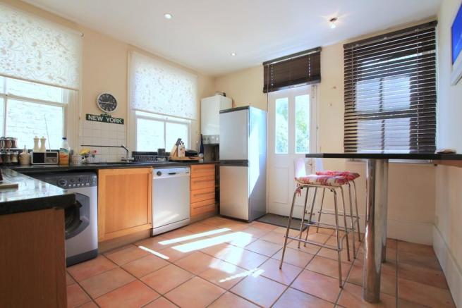 Kitchen (image 1)