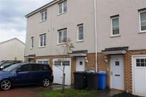 Town House to rent in Queens Crescent, EH54 8EG