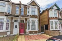 Studio flat to rent in Farnham Road, Ilford...