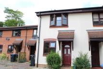 2 bed property to rent in WOKING, SURREY