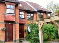Maisonette to rent in Badgers Close, St Johns...