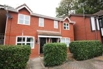 2 bed semi detached property in Knaphill