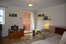 Town House to rent in WOKING, SURREY