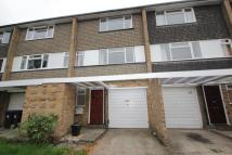 Town House to rent in Byfleet