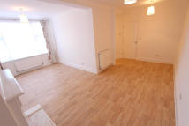 3 bed Maisonette to rent in Long Lane, Hillingdon...