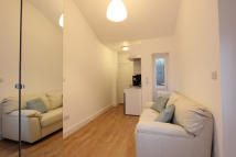 Studio apartment to rent in Burnham Avenue, Uxbridge...