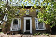 Ground Flat to rent in Cleveland Road, Uxbridge...