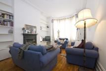 Apartment to rent in Dafforne Road, SW17