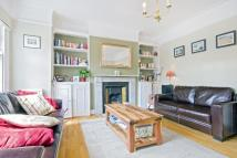 2 bedroom Apartment in Kings Avenue, London...