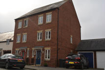 4 bed Town House to rent in CHESTERTON DRIVE...
