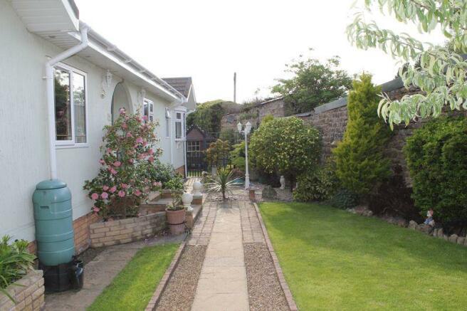 Side garden wi...