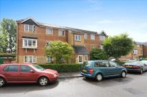 1 bedroom Flat in Donald Woods Gardens...