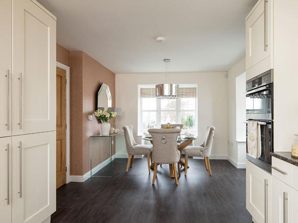 Additional dining area with feature bay window