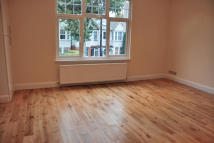 3 bed Flat in Northfield Avenue...