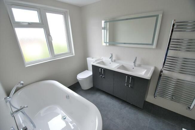 En-Suite Bath & Shower Room