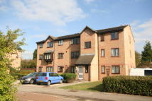 Flat to rent in Moorymead Close...