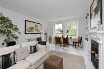 2 bed Flat to rent in St. Quintin Avenue...