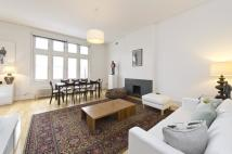 2 bedroom Flat in Palace Court...