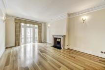 Flat to rent in Moscow Road...