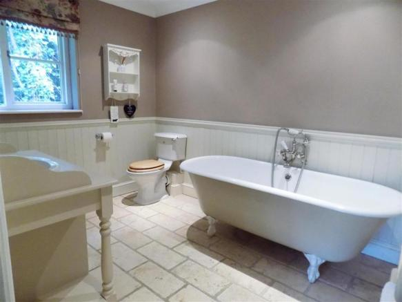 ADDITIONAL PHOTO OF ENSUITE (TO MAIN BEDROOM)