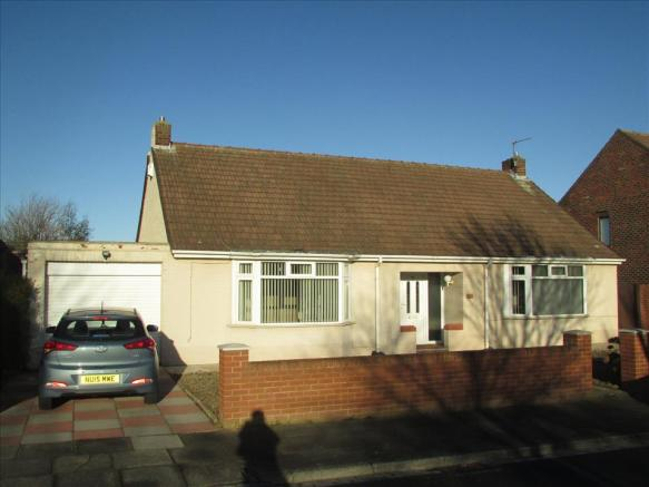 4 bedroom detached bungalow for sale in west view road for Best bathrooms hartlepool
