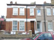 Flat to rent in Gilbey Road
