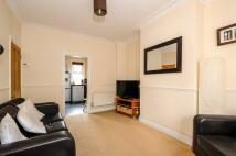 2 bed home in Derinton Road