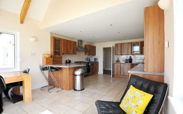 882_Kitchen 1.jpg