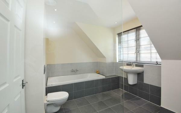 882_Bathroom 3.jpg