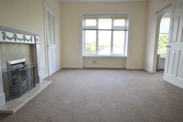 913_livingroom1.jpg