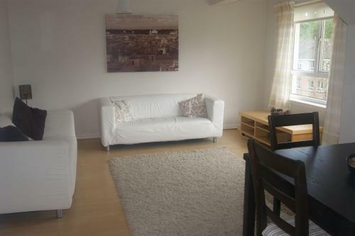 205_lounge 3.jpg