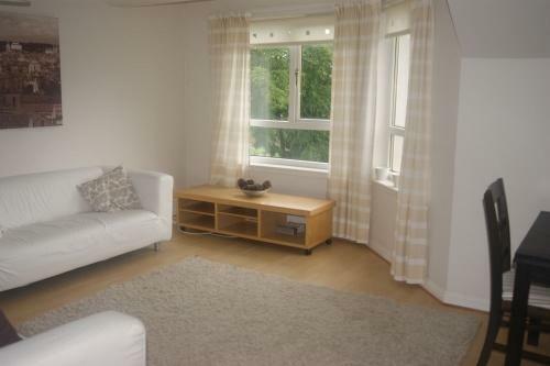 205_lounge 4.jpg
