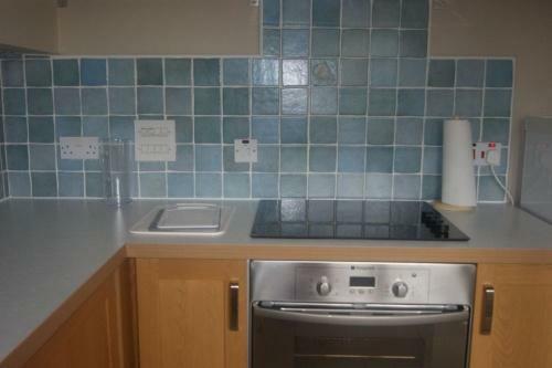 205_kitchen 3.jpg