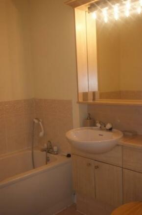 205_bathroom2.jpg