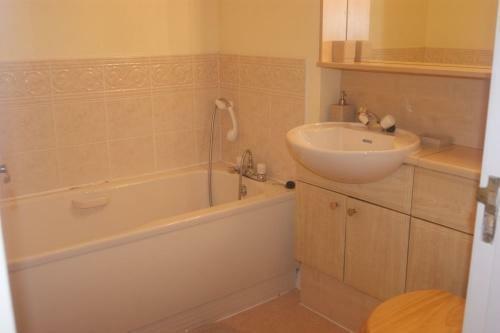 205_bathroom.jpg