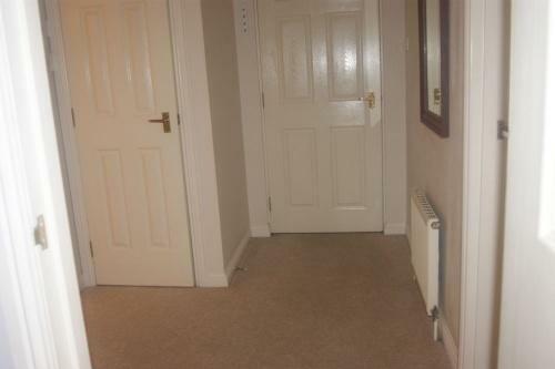 205_hallway2.jpg