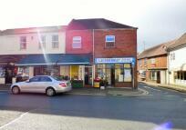 Flat to rent in High Street, Evesham