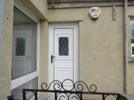 Flat to rent in Gwaelodygarth...