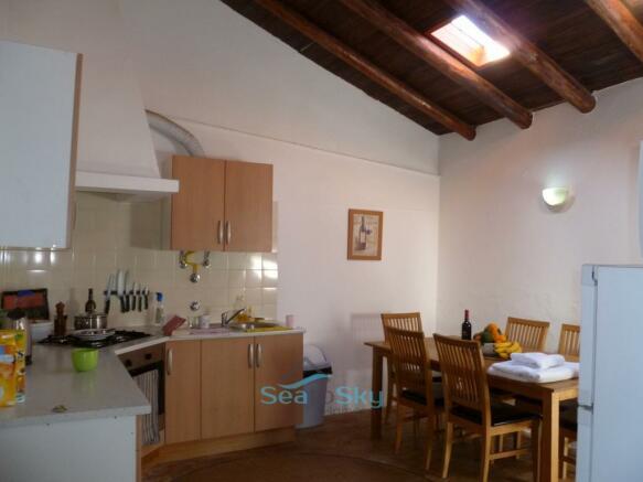Cottage eat-in kitchen