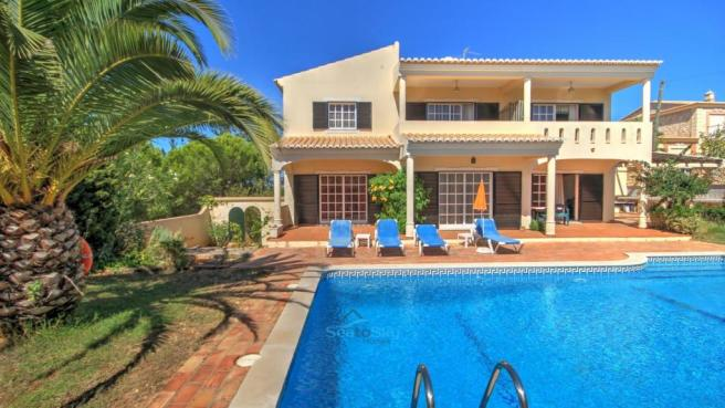 3 bedrooms open to pool-side