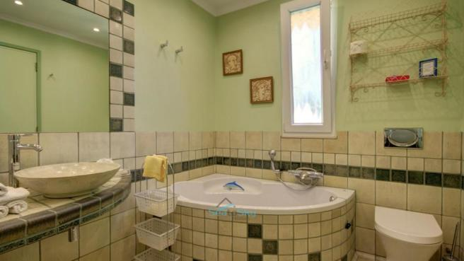 en-suite bathroom with shower and corner tub