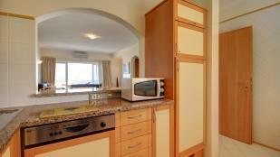 kitchen & hatch to lounge