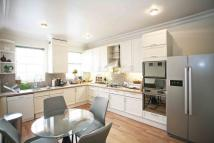 6 bedroom Flat in St Marys Gate Kensington...
