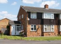 2 bed Maisonette in Gilpin Way, Harlington...