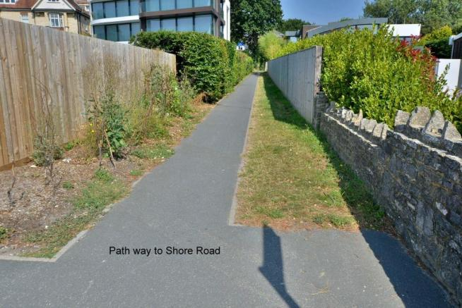 Foot path to Shore Road