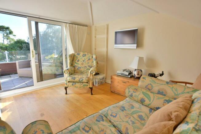 Bedroom 2 / sun lounge